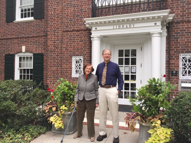 From left, Anne Hutchinson-Bronxville Chapter DAR Member and Founder-Descendant Virginia Kathryn Hefti and Eastchester Town Historian Richard Forliano.