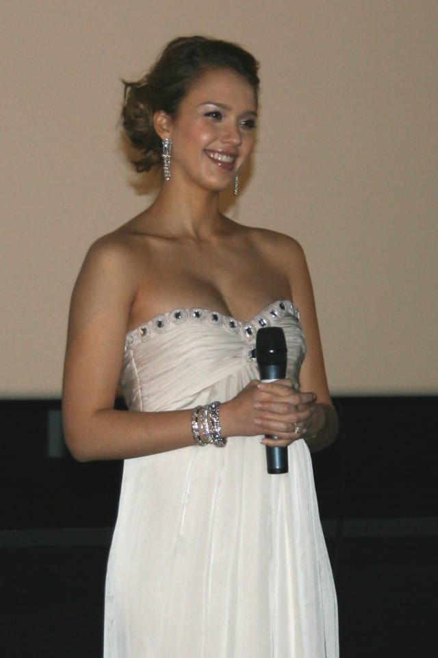 Actress and author Jessica Alba will receive an award from New York's Mount Sinai Hospital at a luncheon in Greenwich.